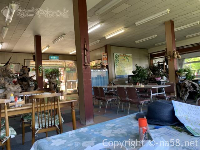 養老の滝(岐阜県養老郡養老町)滝に一番近い駐車場にある飲食店「滝見亭」の店内