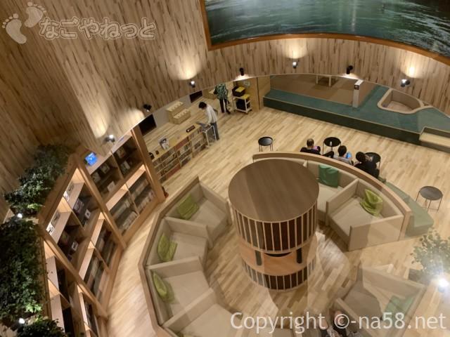 アーバンクア・名古屋市中区天然温泉・5階大浴場から3階のリビングをみおろして