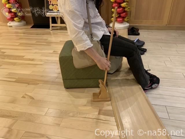 アーバンクア・名古屋市中区天然温泉・靴ベラ椅子の用意あり