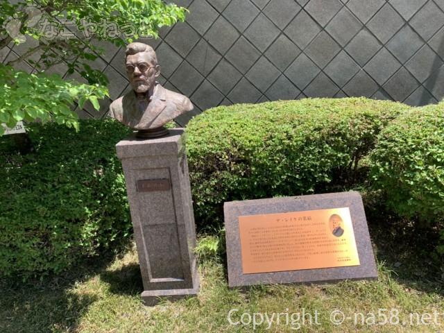 さぼう遊学館(岐阜県海津市)正面にあるヨハネス・デ・レーケさんの胸像