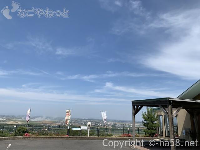 南濃温泉「水晶の湯」(岐阜県海津市)の玄関から見る濃尾平野