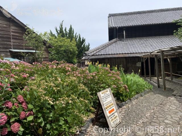 大鐘家のあじさい、裏山への案内(静岡県牧之原市)