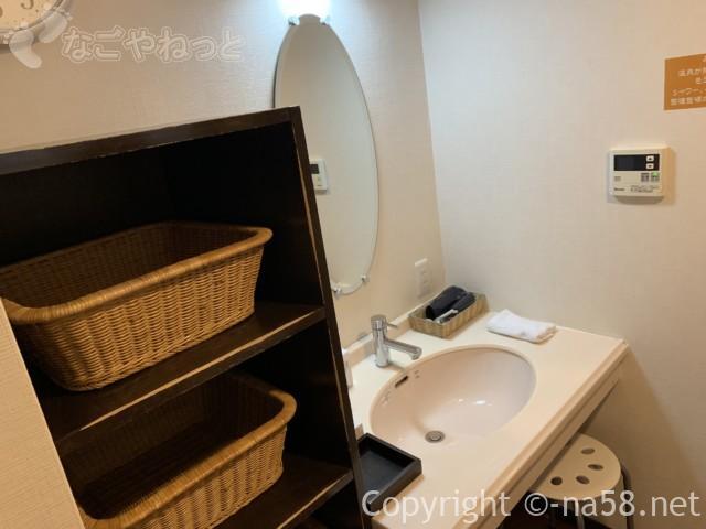 熱海のコンドミニアムホテル「グランビュー熱海」の貸切温泉、脱衣所