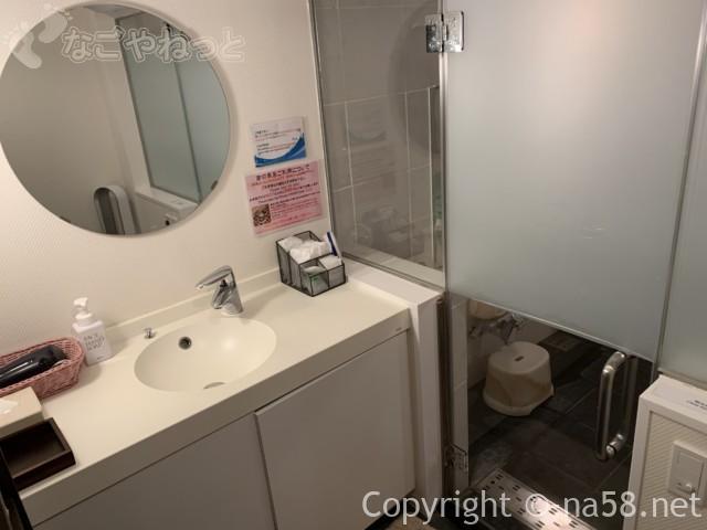 熱海のコンドミニアムホテル「グランビュー熱海」の貸切温泉、ブクブク泡風呂の脱衣所