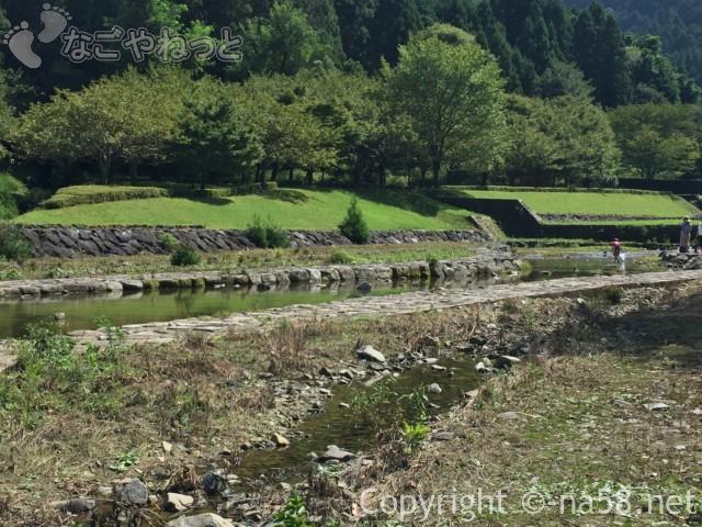 羽根谷だんだん公園(岐阜県海津市)の水遊び場の様子8月、さぼう遊学館の少し上