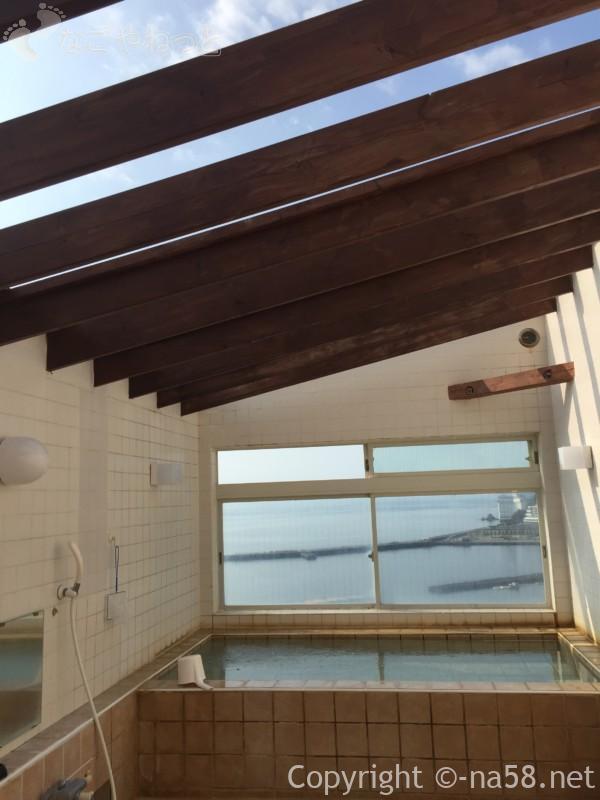 熱海のコンドミニアムホテル「グランビュー熱海」の屋上の露天風呂