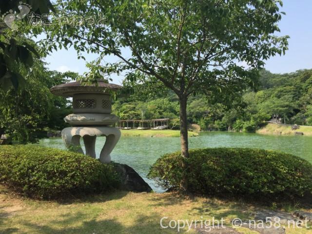 可睡ゆりの園(静岡県袋井市)回遊式の池