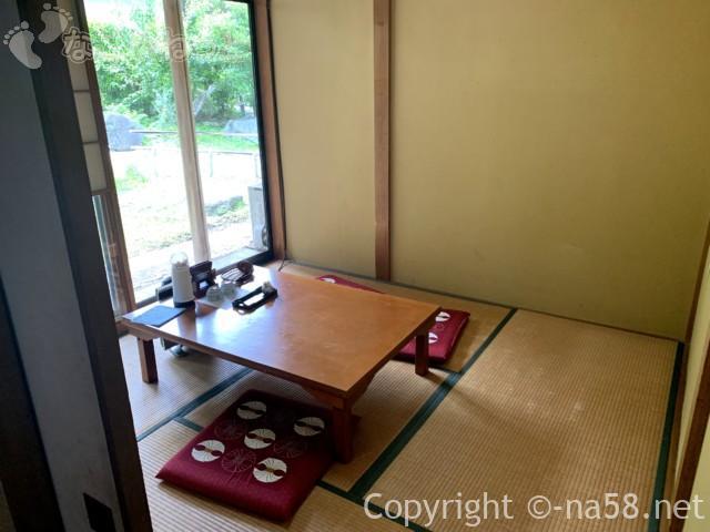 静岡県牧之原市「大鐘家」の食事処そば処門膳の席