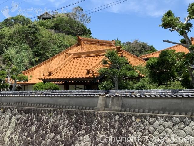 大慈寺(だいじじ)志摩のあじさい寺(三重県志摩市)の屋根と塀