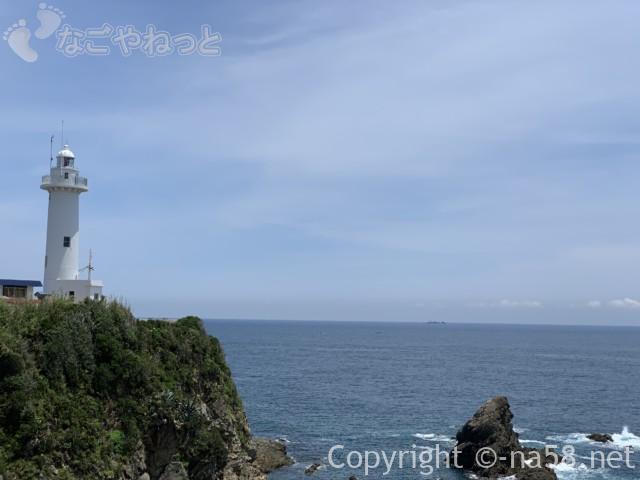 大王崎灯台(三重県志摩市)海と絶壁と