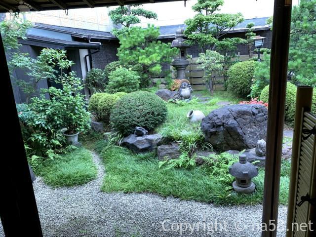 あつた蓬莱軒本店(名古屋市熱田区)の中庭