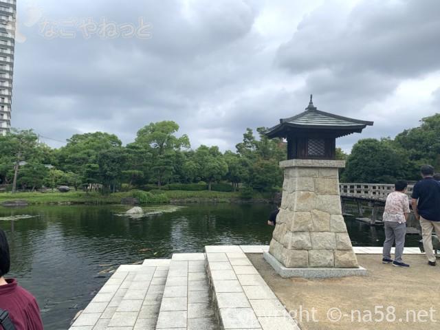 「白鳥庭園」(名古屋市熱田区)園内の常夜灯宮の渡し広場
