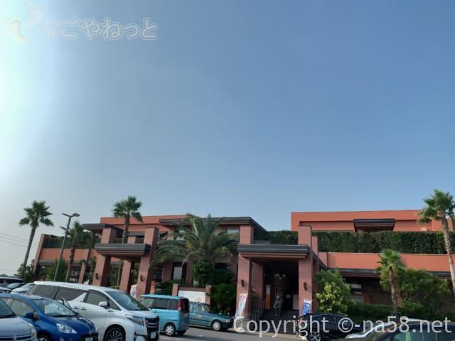 名東温泉花しょうぶ(愛知県長久手市)の施設と駐車場