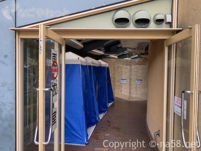 「オアシスパーク」(岐阜県各務原市)のわんぱくフィールド、更衣室あり