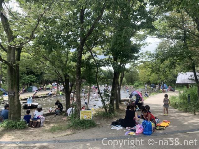 「木曽三水園」で水(川)遊び、木陰で休憩お弁当