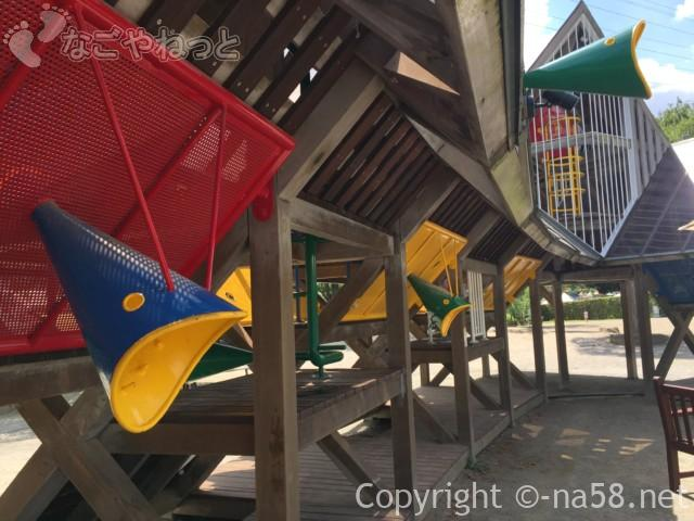 「オアシスパーク」(岐阜県各務原市)の大型遊具、魚の遊具