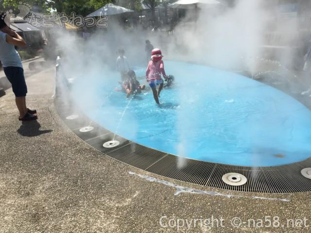 「オアシスパーク」岐阜県各務原市、水遊び場「霧の遊び場」