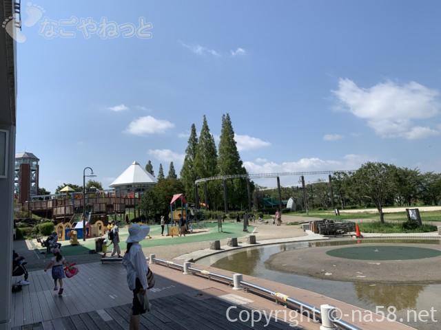 「とだがわこどもランド」(名古屋市港区)水遊び場・じゃぶじゃぶ池、きりふき山の横の水場