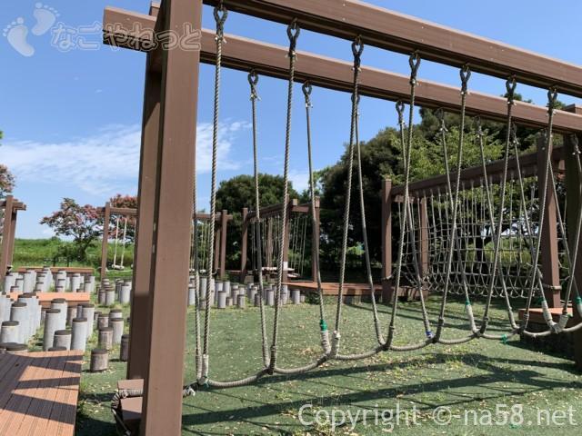 木曽三川公園センター(岐阜県海津市)北ゾーンの木製遊具(空中散歩)