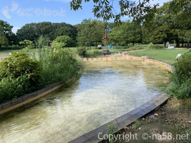 庄内緑地公園(名古屋市西区)のじゃぶじゃぶ池、水の流れは30mほど