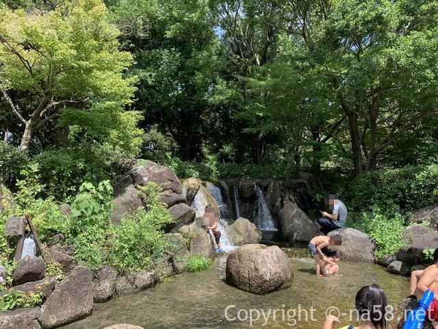 木曽三川公園センター水遊び場(じゃぶじゃぶ池)滝もある