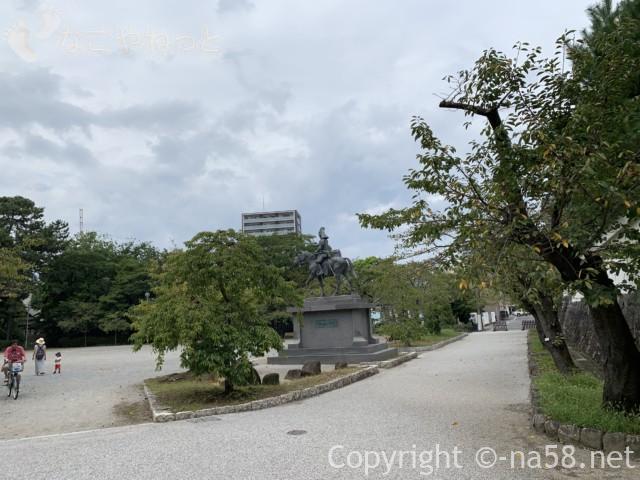 大垣城(岐阜県大垣市)となりの大垣公園、戸田初代藩主の騎馬像