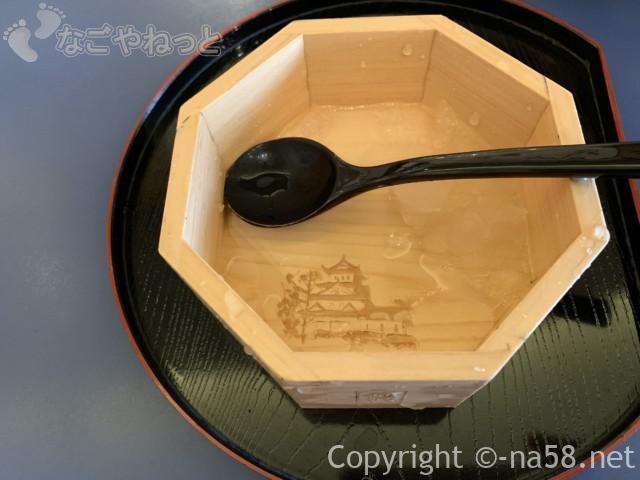 岐阜県大垣市の「餅惣」で「水まん氷」の器も大垣産