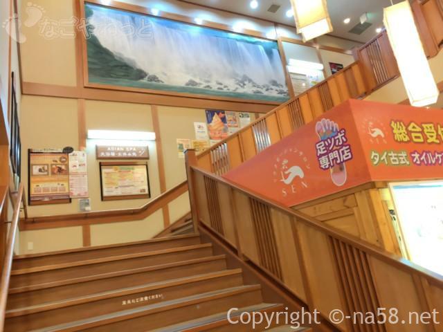 六条温泉喜多の湯(岐阜県岐阜市)二階が大浴場への階段