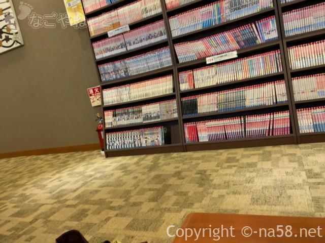 六条温泉喜多の湯(岐阜県岐阜市)二階、休憩室にはマンガたくさん