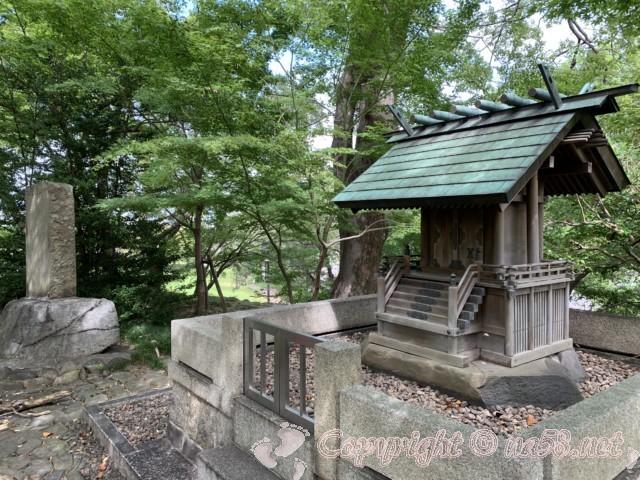 信長公を祀るお社と清洲城跡碑(愛知県清須市)