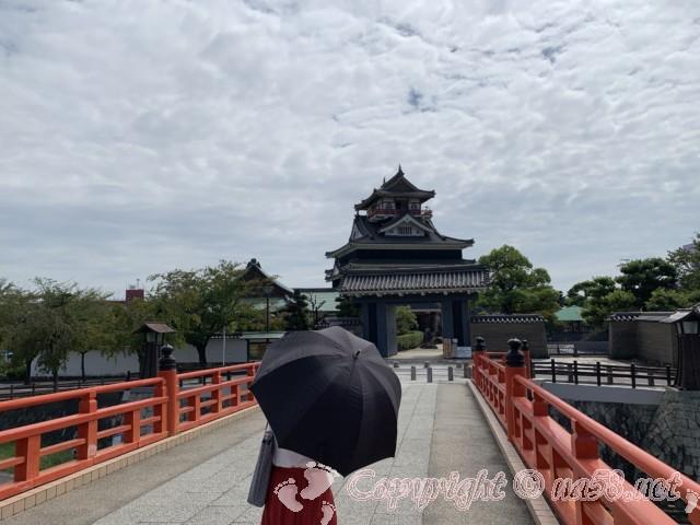 清州城(愛知県清須市)と清州城にかかる赤い橋