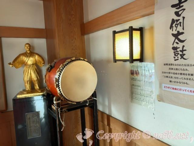 清州城(愛知県清須市)四階の信長公吉例太鼓