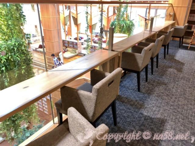 らくスパガーデン名古屋(名古屋市名東区)読書、休憩用椅子テーブル
