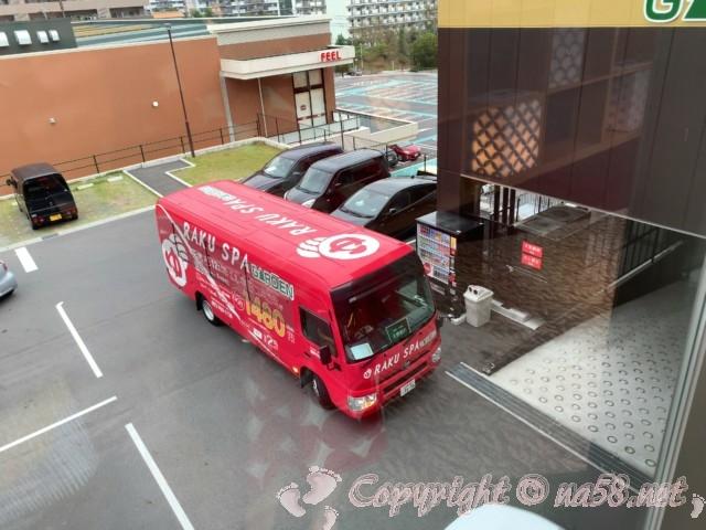 らくスパガーデン名古屋(名古屋市名東区)真っ赤な送迎バス