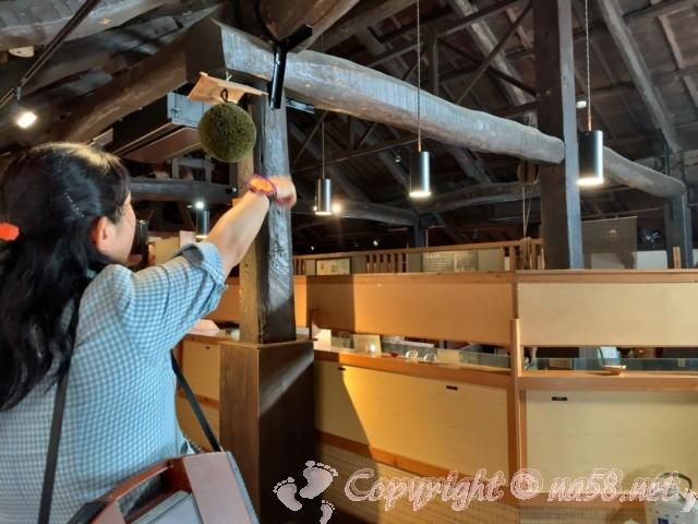 「酒の文化館」(愛知県半田市)スタッフの方が案内、杉玉