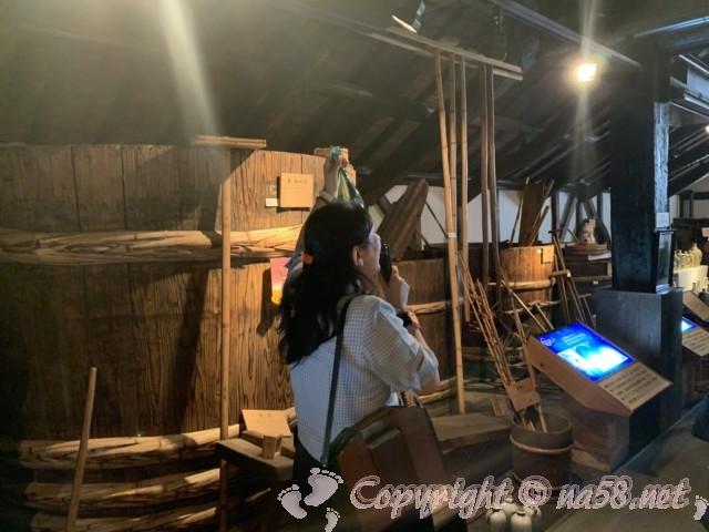 「酒の文化館」(愛知県半田市)、日本酒を仕込む大きな樽
