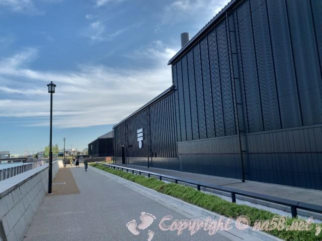 ミツカンミュージアム(愛知県半田市)の半田運河沿いの外観