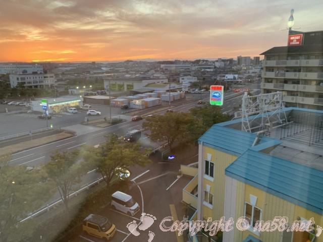 「みどり館」(愛知県半田市)、客室から駐車場を見下ろす