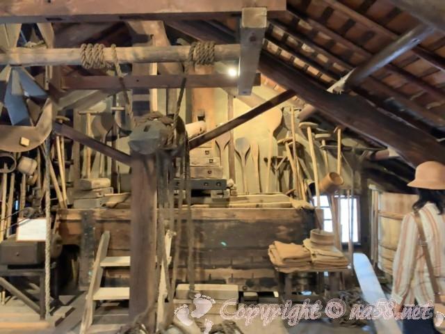 醸造「伝承館」(愛知県半田市)、味噌たまりの製造道具の数々