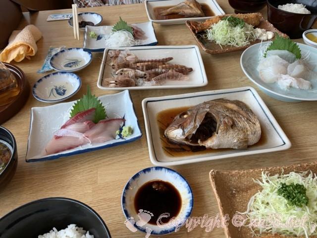 まるは食堂本店(愛知県南知多町)でランチ、生造りコースと豊浜コース