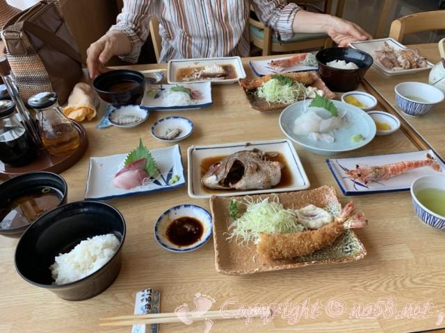 まるは食堂本店(愛知県南知多町)ランチをいただく、順次出てくる