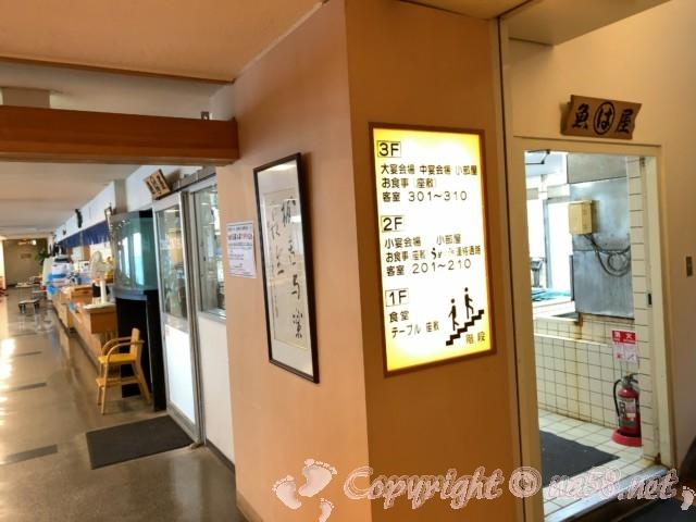まるは食堂本店(愛知県南知多町)一階席二階席の案内版