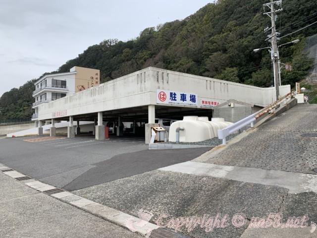 まるは食堂本店(愛知県南知多町)本店の北側にある駐車場、階下も。