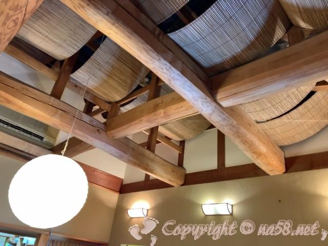 「ごんぎつねの湯」(愛知県半田市)一階休憩所の天井