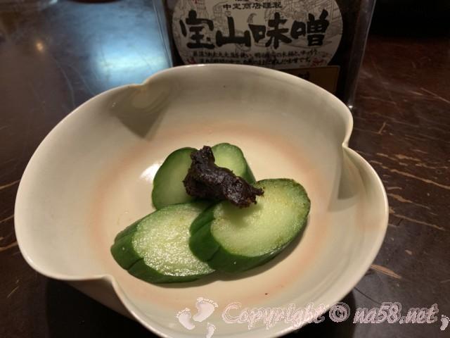 「中定商店」(愛知県半田市)の宝山みそ吟醸キュウリぬか漬けにつけて