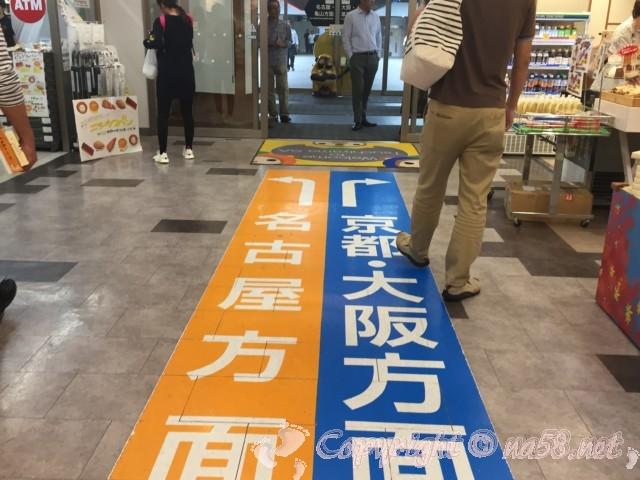 土山SA(滋賀県甲賀市)中央の入り口からの床案内