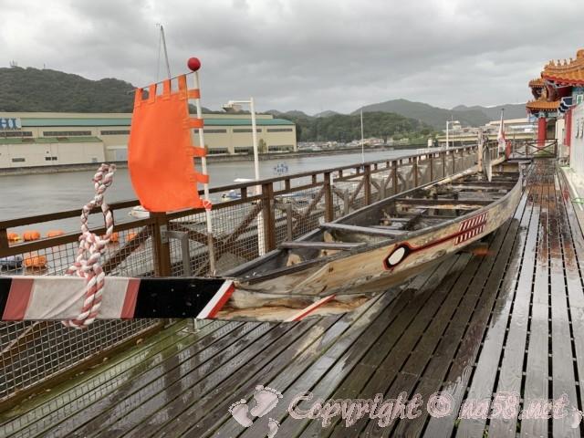 道の駅・白龍城(ペーロンジョウ)兵庫県相生市に展示されているペーロン競争の船