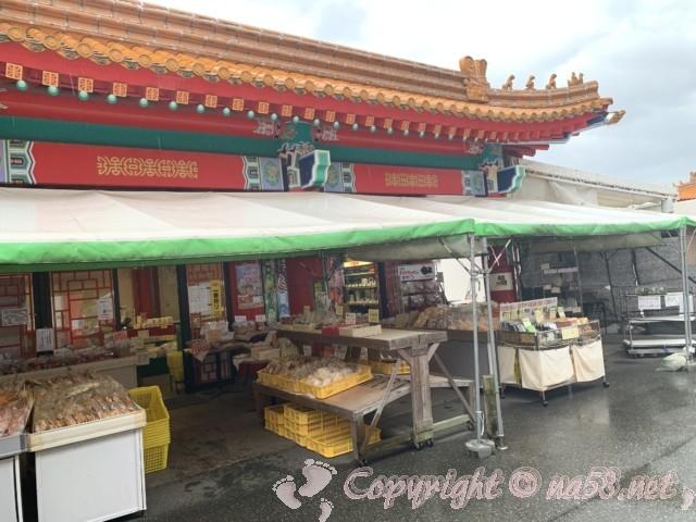 道の駅・白龍城(ペーロンジョウ)兵庫県相生市、本館のとなりにある別館での地元物産の販売早朝より