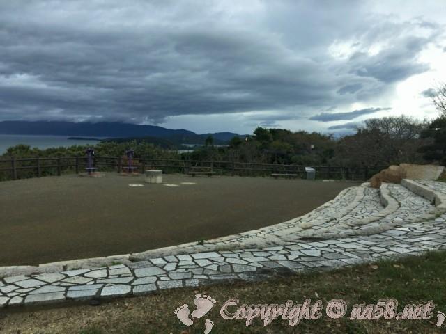 「道の駅一本松展望園」の展望台からの錦海湾の絶景