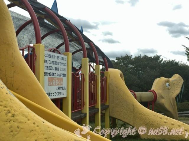「道の駅一本松展望園」のミニ鉄道公園の大型遊具